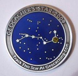 3930 # MEDALHA (GEOCOIN) ASTRONOMIA 2009 Constelação Ursa maior com pedra zircônia! CuPo Ø39mm