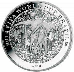 6296 Coreia 2012 Prata Copa do Mundo 2014 DOIS JOGADORES de FUTEBOL
